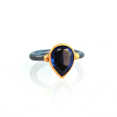 monolith sapphire ring with two gold 24k balls around